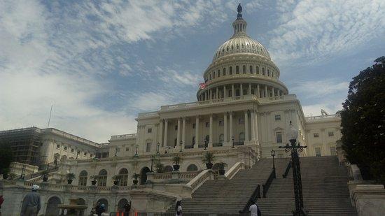 Capitol Hill: Esplendido edificio, simbolo de la politica en USA.