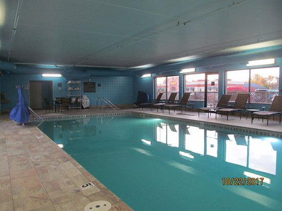 Cadillac, MI: Indoor pool and hot tub.