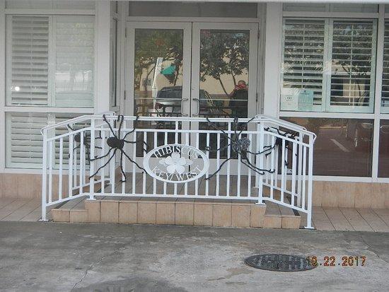 Best Western Hibiscus Motel: Main Entrance, Front Desk & Breakfest Area