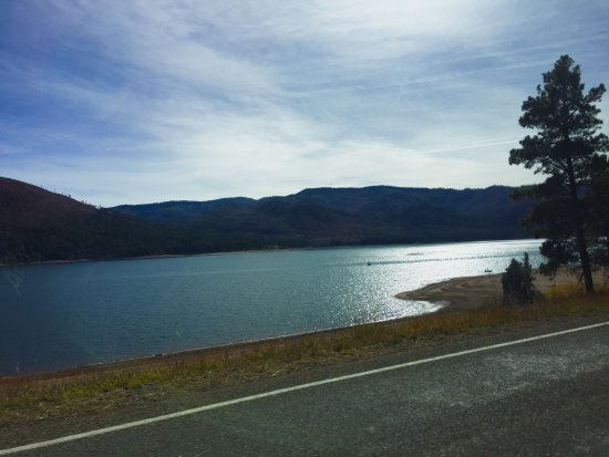 Vallecito Lake, CO: Beautiful lake with lots of cool cabins in the hills. Local store was actually a restaurant, sto