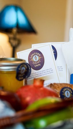 Lantern Light Inn Bed and Breakfast: Complimentary Gourmet Continental Breakfast
