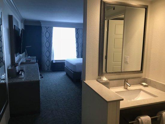Rosen Centre Hotel: Room from front door.