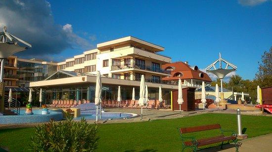 Flamingó Wellness and  Conference Hotel: hotel flamingó outside pool