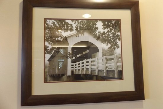 Sayre, Oklahoma: Pictures on the walls