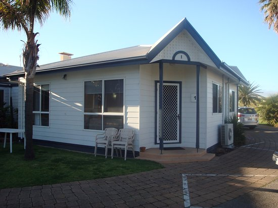 Adelaide Shores Resort: Unit from front