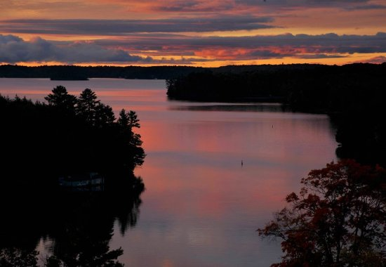 Minett, Canada: Lake Rosseau Sunset