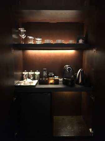 The PuLi Hotel and Spa : complementaty mini bar for club room
