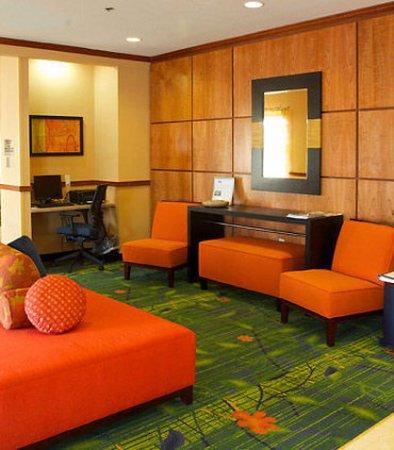 Beloit, WI: Lobby & Business Center