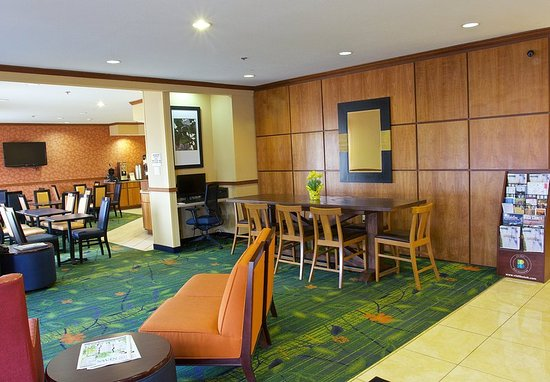 Beloit, WI: Lobby/Business Center