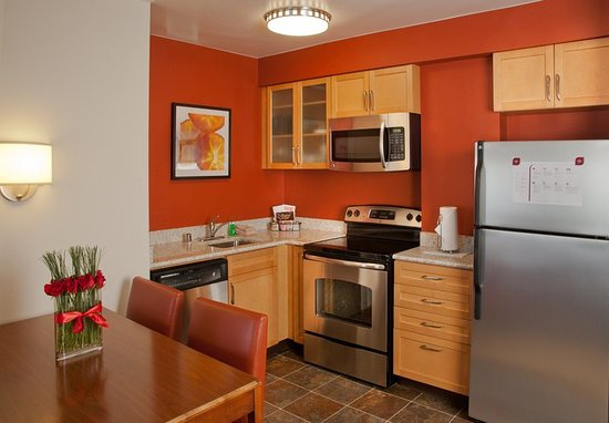 Redmond, WA: Two-Bedroom Suite Kitchen