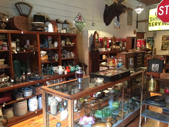 Lee's Summit, MO: Icehouse Auction Live Antiques and Collectibles auctions-inside the historic 1896 Icehouse