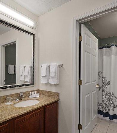 Earth City, MO: Suite Bathroom Vanity
