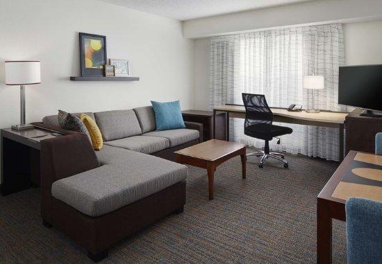 Earth City, MO: Queen Studio Suite Living Area