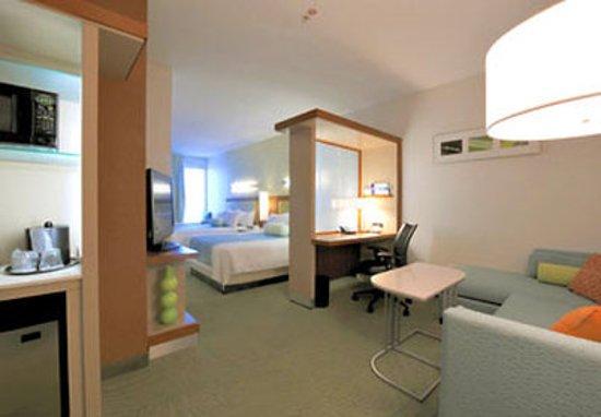 SpringHill Suites San Angelo: Queen/Queen Suite Living Area