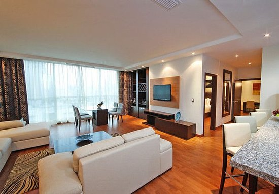 Marriott Executive Apartments Panama City, Finisterre: Master Suite Two-Bedroom Apartment – Living Area