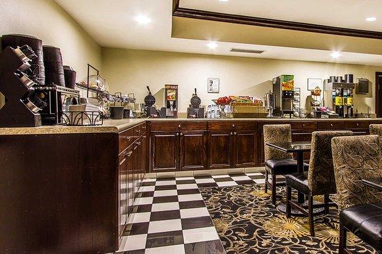 Evangeline Downs Hotel: Breakfast area