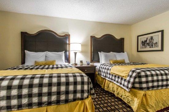 Evangeline Downs Hotel: Queen suite