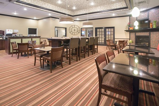 Lexington, NE: Holiday Inn Express Lexlington Nebraska Breakfast Area