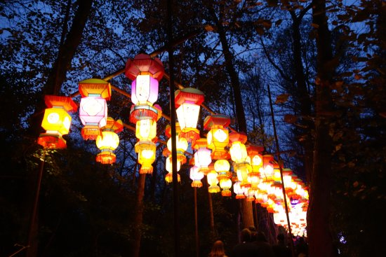 Hales Corners, WI: Lanterns on the bridge for China Lights