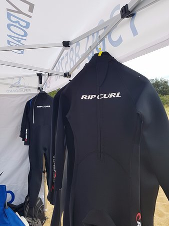 Cowes, Australia: Don't worry about cold water, these wetsuits will keep you warm