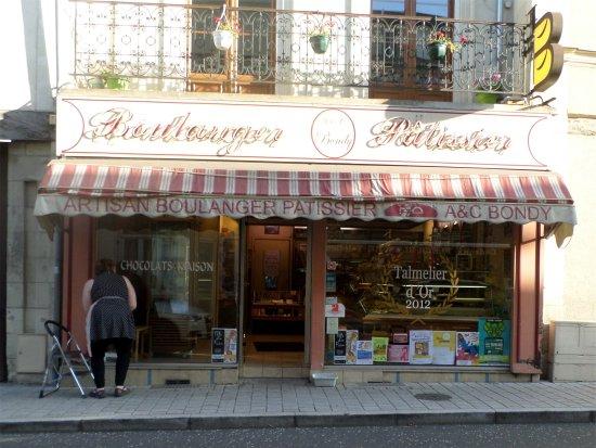 Chenille-Change, França: la boulangerie, pâtisserie A & C Bondy à Le Lion-d'Angers pour goûter leur AnjouBleu