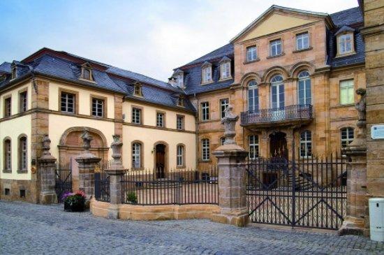 Lauterbach, Almanya: Straßenansicht im Vorbeigehen