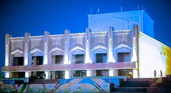 Kyzylorda, كازاخستان: Театр им. Н.Бекежанова так прекрасна ночью