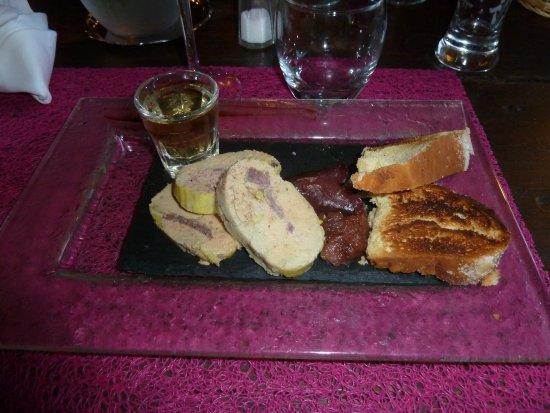 Saint Geniez d'Olt, France: Foie gras extra, le petit verre qui va bien