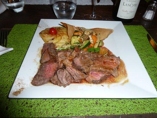 Saint Geniez d'Olt, France: Viande copieuse