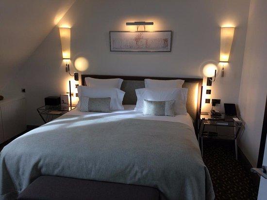 Hotel Le Burgundy Photo