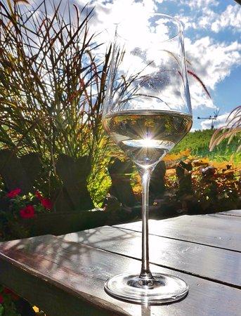 Glanz an der Weinstrasse, Austria: Sonne & Wein auf der Terrasse