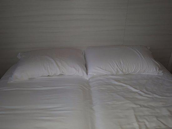 letto matrimoniale con materassi singoli - Picture of Hotel degli ...
