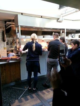Küchentresen serpentine bar kitchen im hyde park küchen tresen picture of
