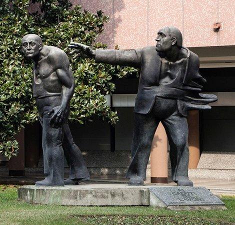 Legnano, إيطاليا: monumento caduti sul lavoro