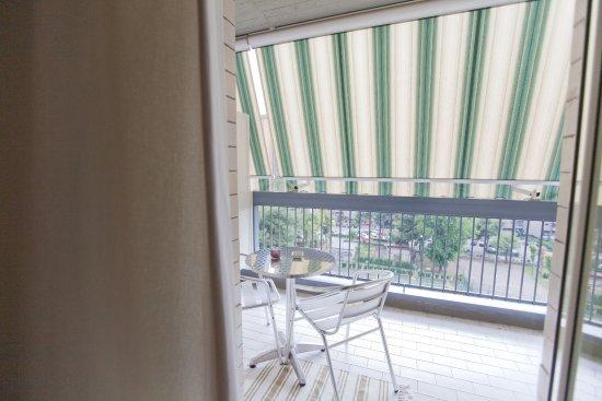 Rooms Rent Vesuvio Bed & Breakfast : balcone attrezzato in tutte le stanze