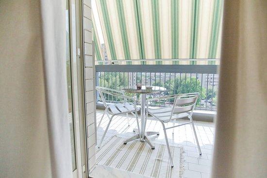 Rooms Rent Vesuvio Bed & Breakfast : Balcone attrezzato in tutte le camere