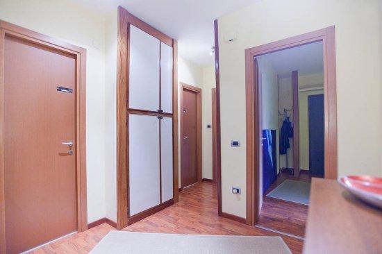 Rooms Rent Vesuvio Bed & Breakfast : Ingresso, accesso Bagni e Cucina.