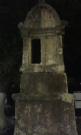 Lions Tomb: Gece görünüm