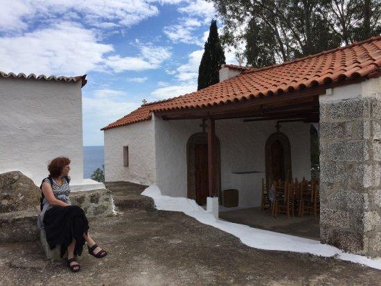 Poros, Yunani: Prachtige trail naar de kapel. Mooi wandelpad en mooie uitzichten