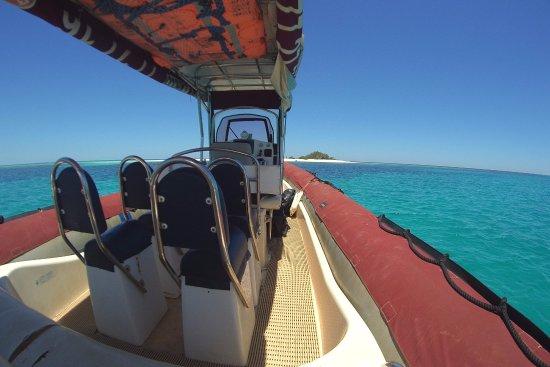 Lhooq Taxi Boat