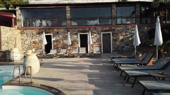 Tovo San Giacomo, İtalya: Zona relax esterna con vista ristorante