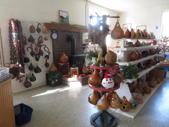 Kinzers, Pensilvania: Decorated Gourds For Sale