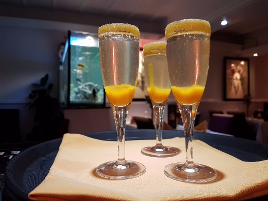 Leominster, UK: Jalalabad Mango Bellini