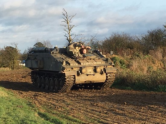Helmdon, UK: Driving a tank