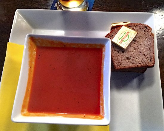 Kyteler's Inn: Kyteler's Seafood Bisque and Brown Beread