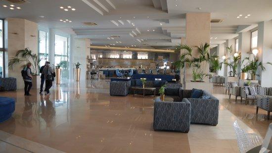 Den store lobby med den store bar