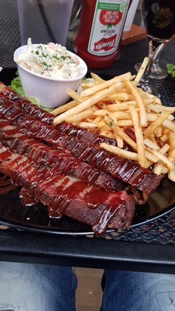 Smokin' Moe's Ribhouse & Saloon: my big plate