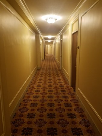 Omni Parker House: Barren corridors reminded me of The Shining