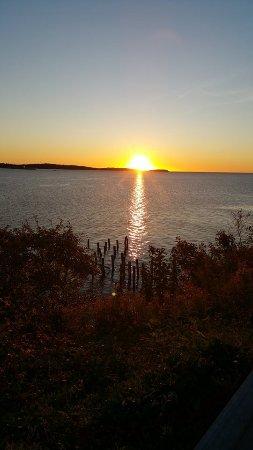 SeaWatch Bed & Breakfast: Sun rise!!