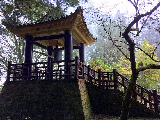 Ciyun Temple: 寺外鐘樓